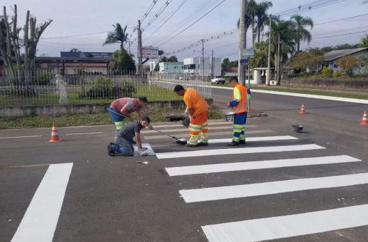 Ruas de Turvo recebem pintura termoplástica
