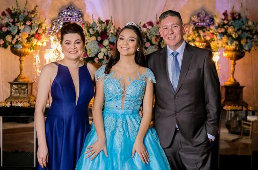 Bárbara Serralheiro celebra 15 anos com uma linda festa