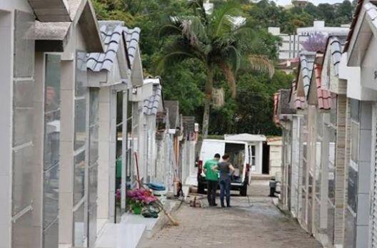 Tarado no cemitério Cruz das Almas: homem importuna mulheres em plena luz do dia