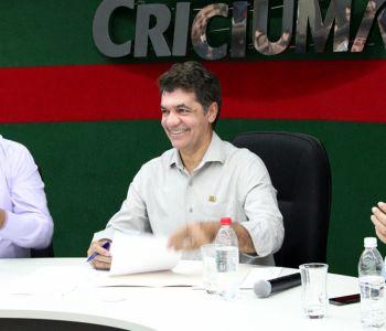 Salvaro sanciona leis que aprovam o diagnóstico socioambiental do leito do Rio Criciúma e aprimoram Áreas de Proteção Ambiental