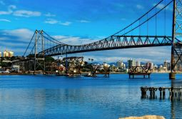Florianópolis está entre as cidades mais baratas para alugar carro no Carnaval