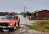 Corpo de Bombeiros resgata famílias de casas alagadas em Balneário Gaivota