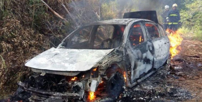 Mulher incendeia carro do marido em Praia Grande