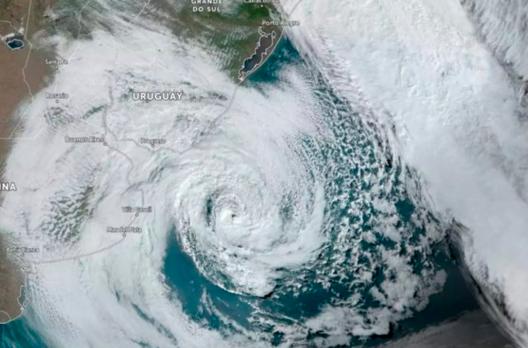 Tempestade Roani se forma no Sul do Brasil e chama a atenção do mundo
