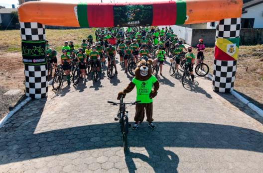 Associação Cantinho da Amizade de Maracajá recebe atletas do I Pedala Maraka