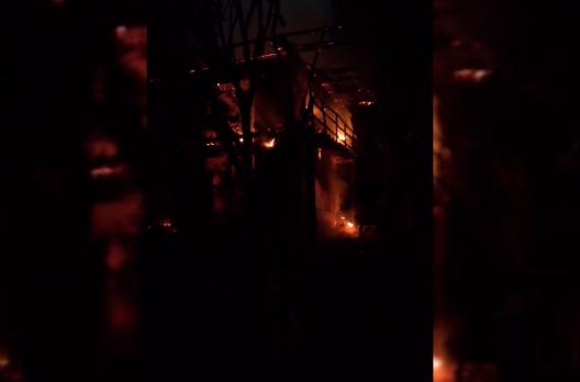 Incêndio destrói residência em Balneário Arroio do Silva