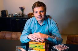 Catarinense Marcos Michalak amplia sucesso de suas lives com entrevistas internacionais