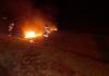 Manifestantes colocam fogo em pneus na BR-101