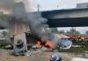 VÍDEO: Caminhão cai de viaduto na BR-101 e pega fogo na Grande Florianópolis