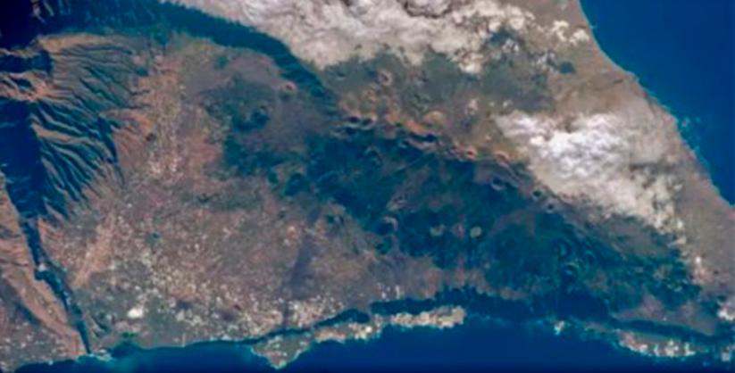 Vulcão que pode gerar tsunami no Brasil entra em alerta de erupção