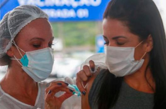 Araranguá realiza terceira dose de vacina nos profissionais da saúde nesta quinta-feira