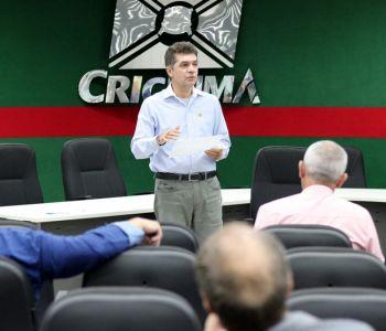 Salvaro discute plano de contenção de gastos com vereadores de Criciúma