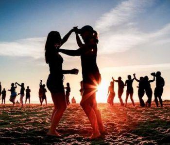 Praias se transformam em pontos de festas durante a pandemia