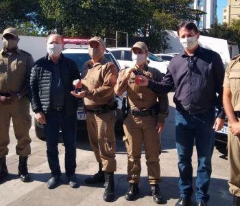 Câmara de Vereadores de Araranguá entrega viatura para PM