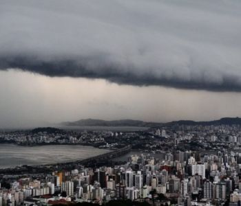 Em meio ao rastro de destruição do 'ciclone bomba', SC volta a registrar chuva com enxurradas e desabrigados