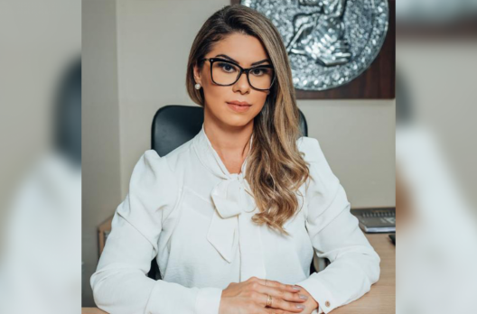 Advogada Déborah Antunes estreia no UaaaU