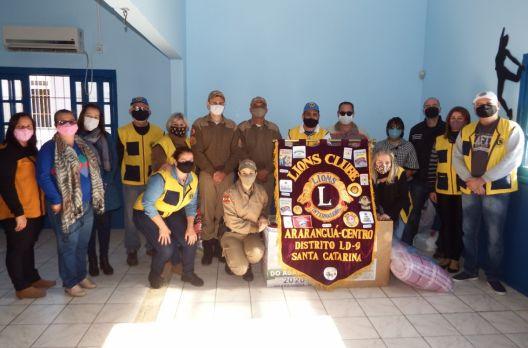 Arroio do Silva recebe agasalhos da campanha realizada pelas Polícias Civil, Militar e Li...