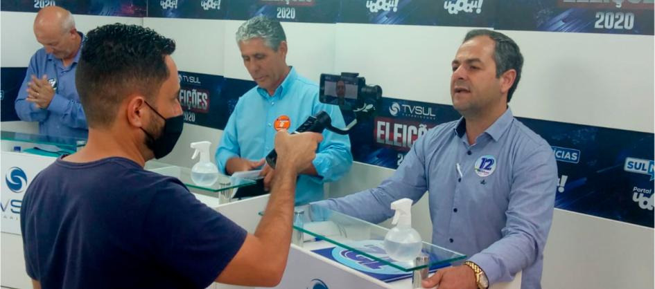 Pinto e Nito aceleram o passo para visitar a população do...