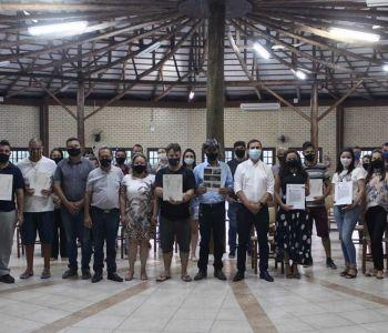 Famílias recebem escrituras pelo Programa Reurb em Maracajá