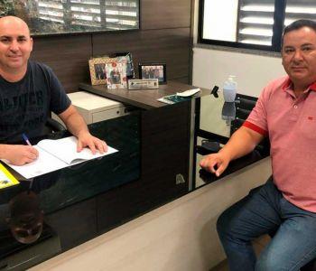 Presidente da Câmara de Vereadores de Araranguá sanciona leis de Jair Anastácio