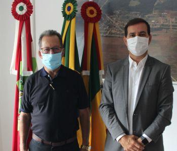 Prefeito Anibal  Brambila se reúne com o ex-prefeito de Maracajá