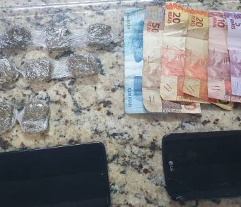 PM aborda jovens com drogas no centro da cidade