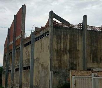 Ginásio parcialmente destruído pelo Furação Catarina oferece risco à população de Balneário Gaivota