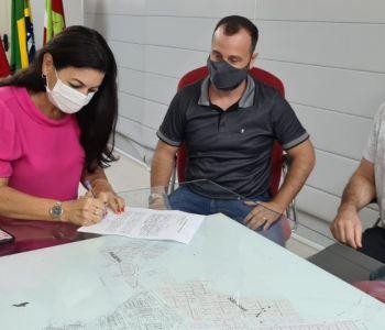 Sombrio: Prefeita Gislaine Cunha quer comprar 20 mil doses de vacina
