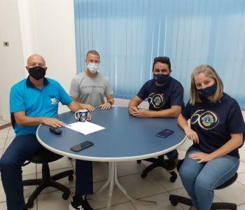 Representantes do Lions Clube Centro visitam município