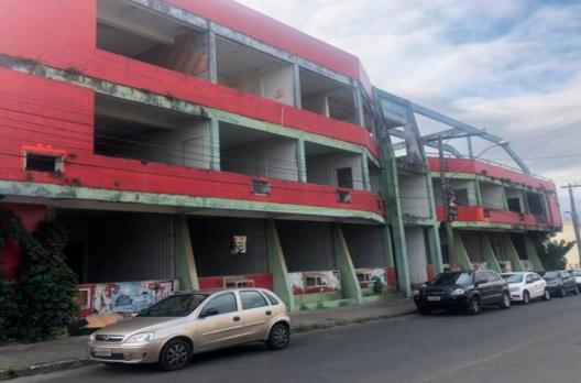 Abraço de fé marcará nova fase do antigo prédio do BR SHOPPING Araranguá