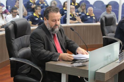 Ozair Banha solicita estruturação de área institucional do Bairro Coloninha