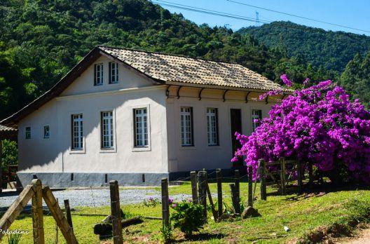 Casas antigas pelo interior